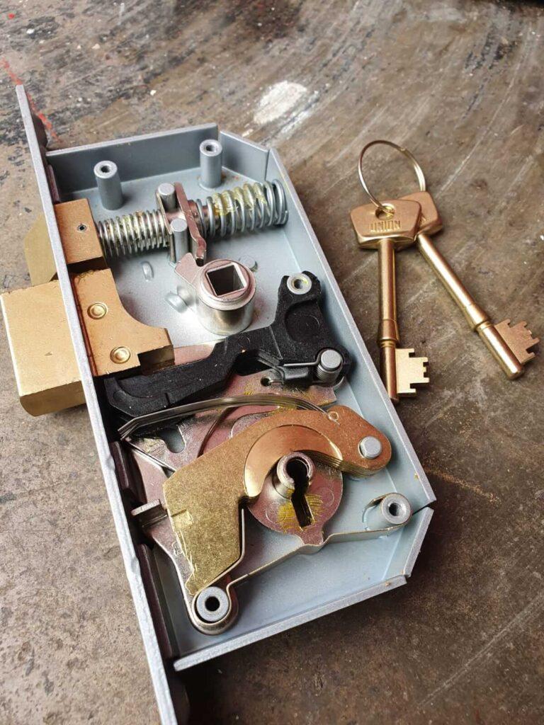 insides-of-lock